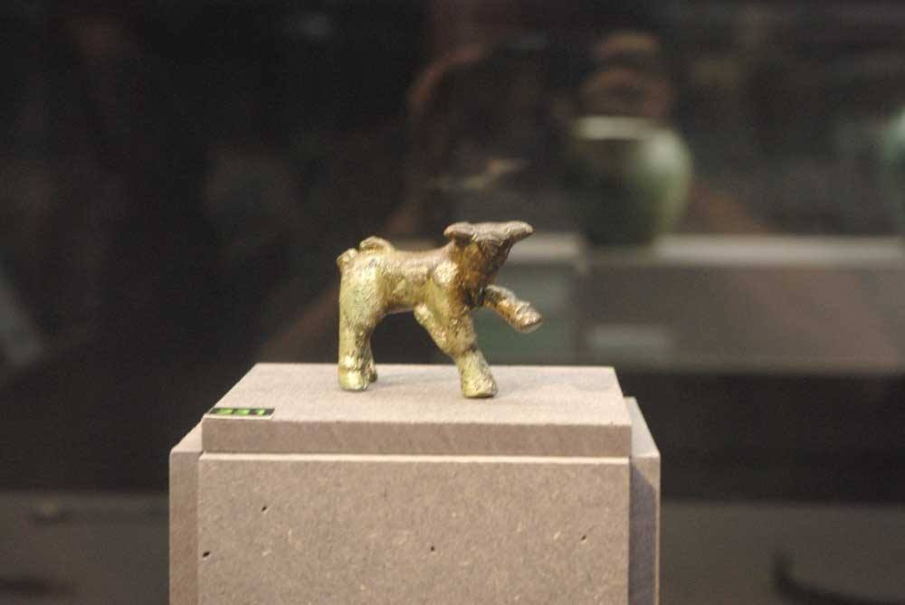 R5 1 231. Bronze bull, front view